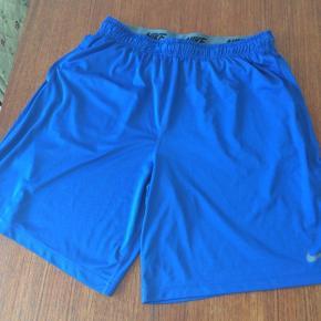 Dri-fit shorts i fin stand. Str XXL. Benlængde er 58cm målt fra livet og ned.