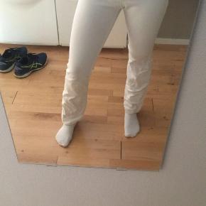 Sælger disse Neo noir bukser som jeg kun har haft på en gang, de er i så fin stand og mangler kun at stryges nede i bunden da de der lidt krøllede💛