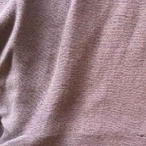 Kjole i bomuld skrevet slidt men grundet en lille syning midt få som snildt kan fixes pris er sat derefter æg 62 længde 107 cm  Midi Farve: Blomme