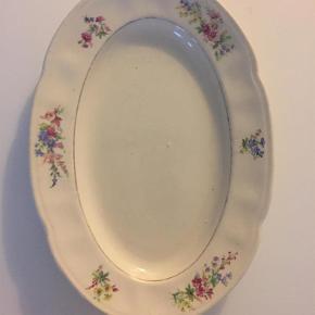 Skønt svensk fad 23 cm langt   Saml til bunke, jeg giver mængderabat  Fad Farve: Hvid