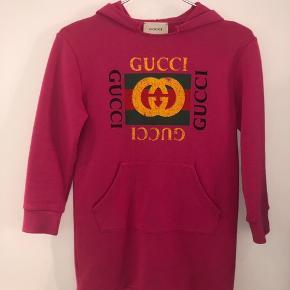 Super lækker tunic hoodie fra Gucci i str. 8 år. Meget velholdt !