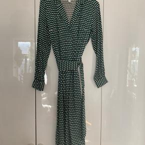 Jersey bomulds kjole m.retro mønster og binde bælte..
