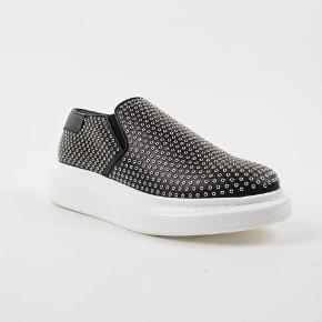 Alexander mqueen sko Brugt få gange, sko æske og stof pose medfølger Ny pris 4200  Nu 1500 byd gerne☺️