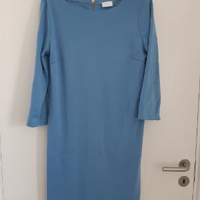 Rigtig fin kjole med lynlås i ryggen  Kom evt med bud