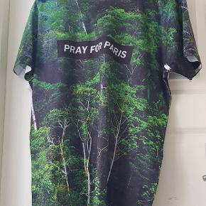 Sælger denne fine Limited editon shirt fordi jeg ikke får den brugt, sælger dog kun hvis rette bud kommer.
