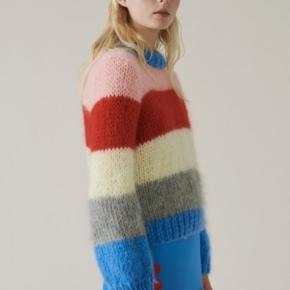 Lækreste ganni sweater sælges. Nypris er ca 2800kr 😊   BYTTER GERNE TIL den på sidste billede, samme str   Tænker 2000kr, men byd gerne !