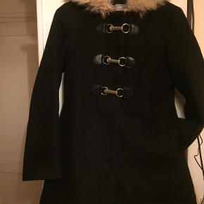 lækker uldjakke den kan passe xs/ s hætte med fake pels krave god varm at have på sidder rigtig flot sender med DAO modtager betaler porto