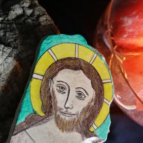 Et kuriosum fra middelalder centret på Bornholm. En jesus fortolkning malet på et stykke stentøjs Klinke. Naiv i sit udtryk på den skønne måde.