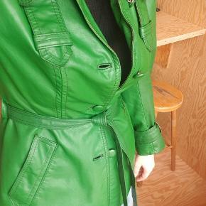 Grøn vintage læderjakke.  Flot kvindelig pasform.