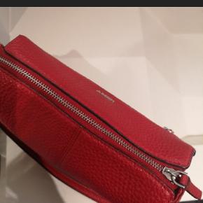 Brugt 2-3 gange fremstår som ny 🤩  Mega lækker taske!