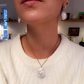 Se mine annoncer med smykkerne for priser mm!  Ægte barokperler med 18 kt forgyldt Sterling sølv 💫💫💫