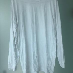 Basic hvid langærmet trøje fra Uniqlo