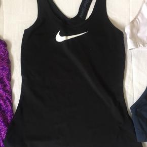 Nike sports/løbetop🏃♀️  Str S
