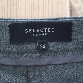 Super fine grå bukser fra selected femme i str 34:) np: 499kr