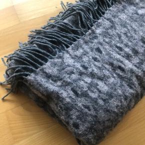 Virkelig lækkert tørklæde fra Modström, brugt meget få gange.