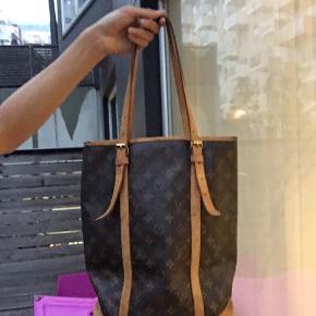 Louis Vuitton bucket GM taske i ok stand udover at lining er fjernet så der bare er et stort rum nu så den sagtens kan benyttes  Også lidt cracking kanterne