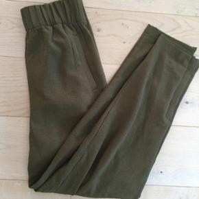 Bukser fra Ganni, 999kr fra ny, brugt 2 gange :-) Str xs.
