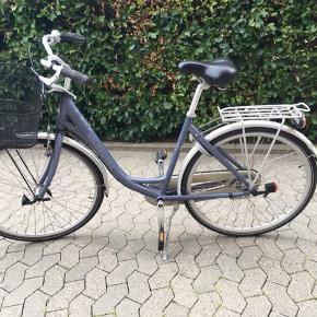 Kildemoes damecykel, nogle år gammel, men kører stadig utroligt godt! Alt fungerer som det skal, så der skal lægges ekstra penge i cyklen