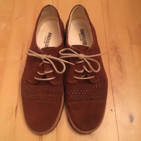 Smukke ruskinds sko med rågummisål fra Angulus str 39. Helt nye og ubrugte. Super fine og elegante.