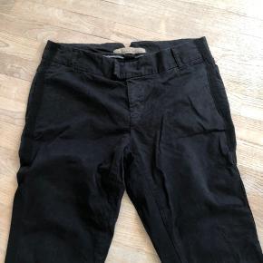 Fede sorte bukser - velholdte og flotte i farven. Sender gerne eller mødes i Ringsted eller på Frederiksberg