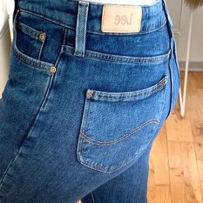 Lee mom tapered jeans str. 29/33  Næsten ikke brugt.