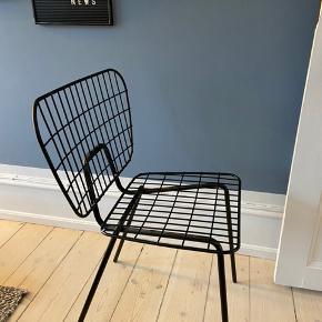 Fine stole fra menu, har 2 stk. Virkelig god stand, ingen slid.   Begge stole: 1500,-  Pr. Stk. 850,-  Nypris pr. stol er 1800,-   Afhentes på Frederiksberg og sælges helst samlet :-)