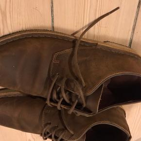 Skoene er næste ikke brugte og i super god kvalitet!