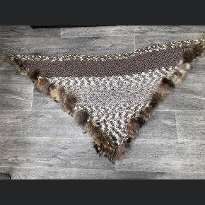 Unika strik sjal/tørklæde   Blød uld med ægte pels  Handmade