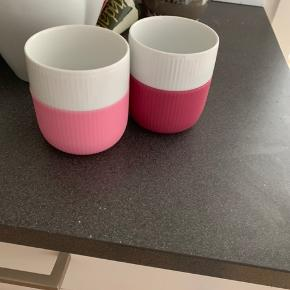 Jeg sælger det sidste af min Royal Copenhagen samling meget billigt 💙💙💙  Kop + Underkop: 385kr for begge/ 200kr pr styk Krus i pink og lys lyserød: 120k for begge/ 65 kr pr styk  The kande: 75kr  Samlet 530kr