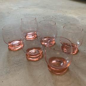 Vintage glas / 6stk / rosa-koral farvede / H: 10 x D: 6,5cm / sælges samlet