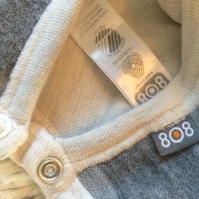 Uld hue Str. 68/74 brugt få gange med tryk knapper er så lækker.   Sender gerne hvis du betaler porto.