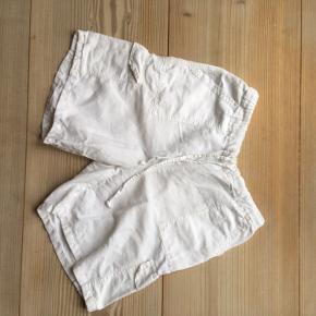 Vintage shorts i blødt, tyndt stof. Go til en striktrøje en sommeraften, eller simpelthen bare som et par natshorts.
