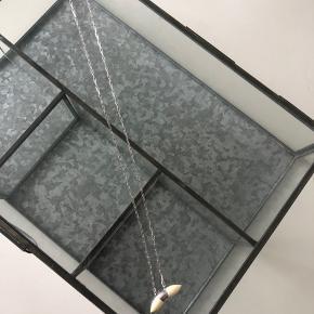 Helt ny halskæde fra Maanesten, som aldrig er brugt, da det var et fejlkøb. Er åben for bud!    Køber betaler forsendelse