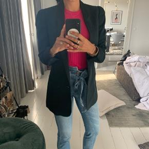 Fineste Stella McCartney blazer med sort revers.