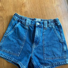 Denim shorts fra urban outfitters🌟 Aldrig brugt men vasket en gang så derfor er de helt som nye.