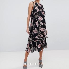 Helt ny og ubrugt kjole fra Y.A.S Str. S