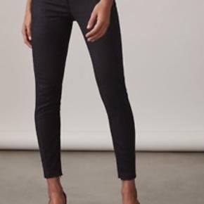 Reiss bukser i modellen Darlas Skinny str.10. De har lynlåse ved anklen, og er helt perfekte skinny bukser.