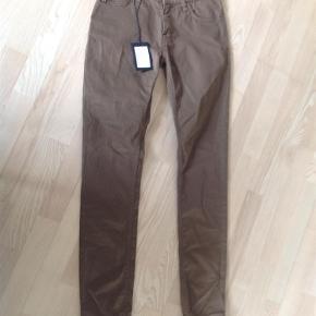 Bukser Farve: Brun Oprindelig købspris: 750 kr.