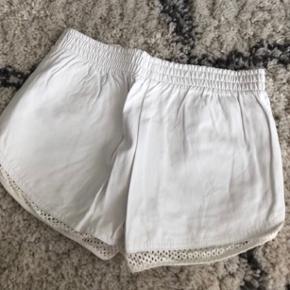 Shorts i læder look, stadig med mærke :)