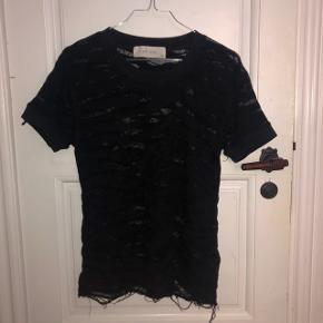 gennemsigtig t shirt fra iro. brugt få gange. den er en størrelse xs, men den er oversized.   175kr 💛   #30dayssellout