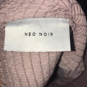 Brugt få gange, men kan dsv ikke passe den længere. Har ingen mærker eller andet 💓  Tags #genbrug #00'er #90'er #80'er #pink #neonoir #hellokitty #vintage