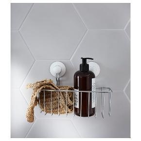2 x kurv med sugekop til brusebad (24x14 cm) Sugekoppen kan sidde på glatte overflader som fliser og glas Sælges salmet