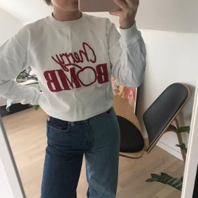 Sælger denne fine ganni cherry bomb sweatshirt, da jeg dsv ikke har fået den brugt. Byd endelig