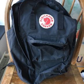 Velholdt taske. Der står navn osv på navneskiltet indvendig, men ellers er den så god som ny