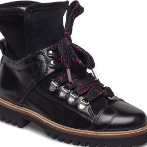 c224e7498f9 Varetype: Støvler Farve: Sort Oprindelig købspris: 2500 kr. Edna støvler  fra Ganni
