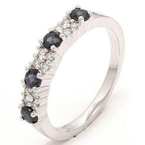 Brugt Safir hvidguldsring i 14 karat hvidguld med blank overflade og 12 brillantslebne diamanter i Wesselton/SI 0,12 ct og 4 facetslebne blå safirer. Str. 53  Ring Farve: Hvidguld