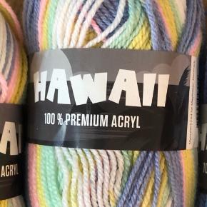 Multifarvet garn, som jeg ikke skal bruge alligevel 🍭    Samlet pris: 60,-.  Mayflower Hawaii Indhold: 100% Akryl  Vægt/Løbelængde: 50g/ca. 145m  Anbefalet pindestr: 4,5mm  Strikkefasthed: 18mx26r = 10x10cm