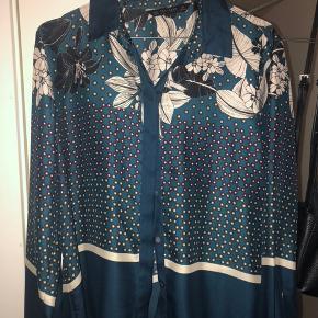 Sælger denne sara skjorte byd gerne;)