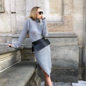 Strikket kjole fra By Malene Birger. Str xxs men kan fint passe en xs og small også. Ingen bytte. Brugt to gange.