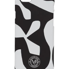 Helt nyt cover fra By Malene Birger, som passer til iPhone 6/6s. Sælges da jeg har fået en ny mobil.  Pamsy6 i sort og hvid.